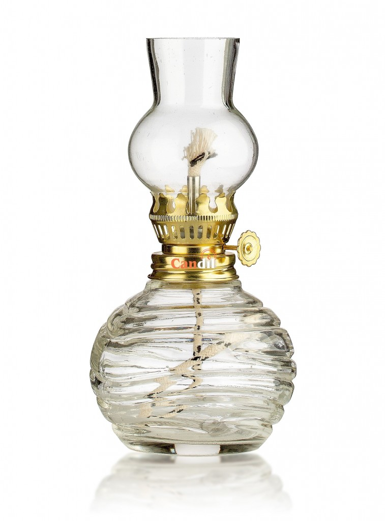 Oil lamp with round base